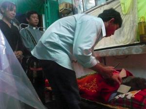 Mourners at the side of Bà Đặng Thị Kim Liêng