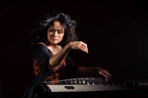 Award-winning composer Vân-Ánh Vanessa Vo on the đàn tranh. Photo by Jason Lew.