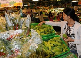 A shopper is choosing Vietnamese farm produce