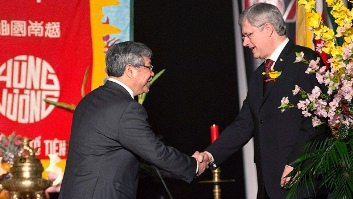 Vietnamese-Canadian Senator Thanh Hai Ngo and PM Stephen Harper.