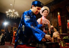 Daniel Tran Gien and Trang Nguyen offers tea to their parents in a traditional Vietnamese ceremony.