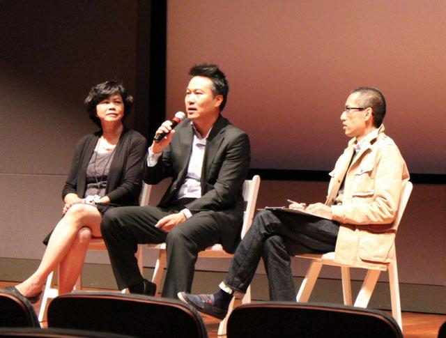 Trao đổi với đạo diễn Nguyễn Trọng Khoa (ngồi giữa) về phim Vũ Điệu Đường Cong (Instant Noodle).