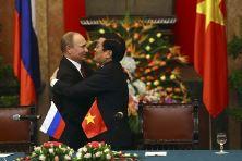Presidents Vladimir Putin and Truong Tan Sang