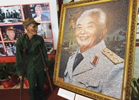 Soldier paying tribute to Gen. Vo Nguyen Giap
