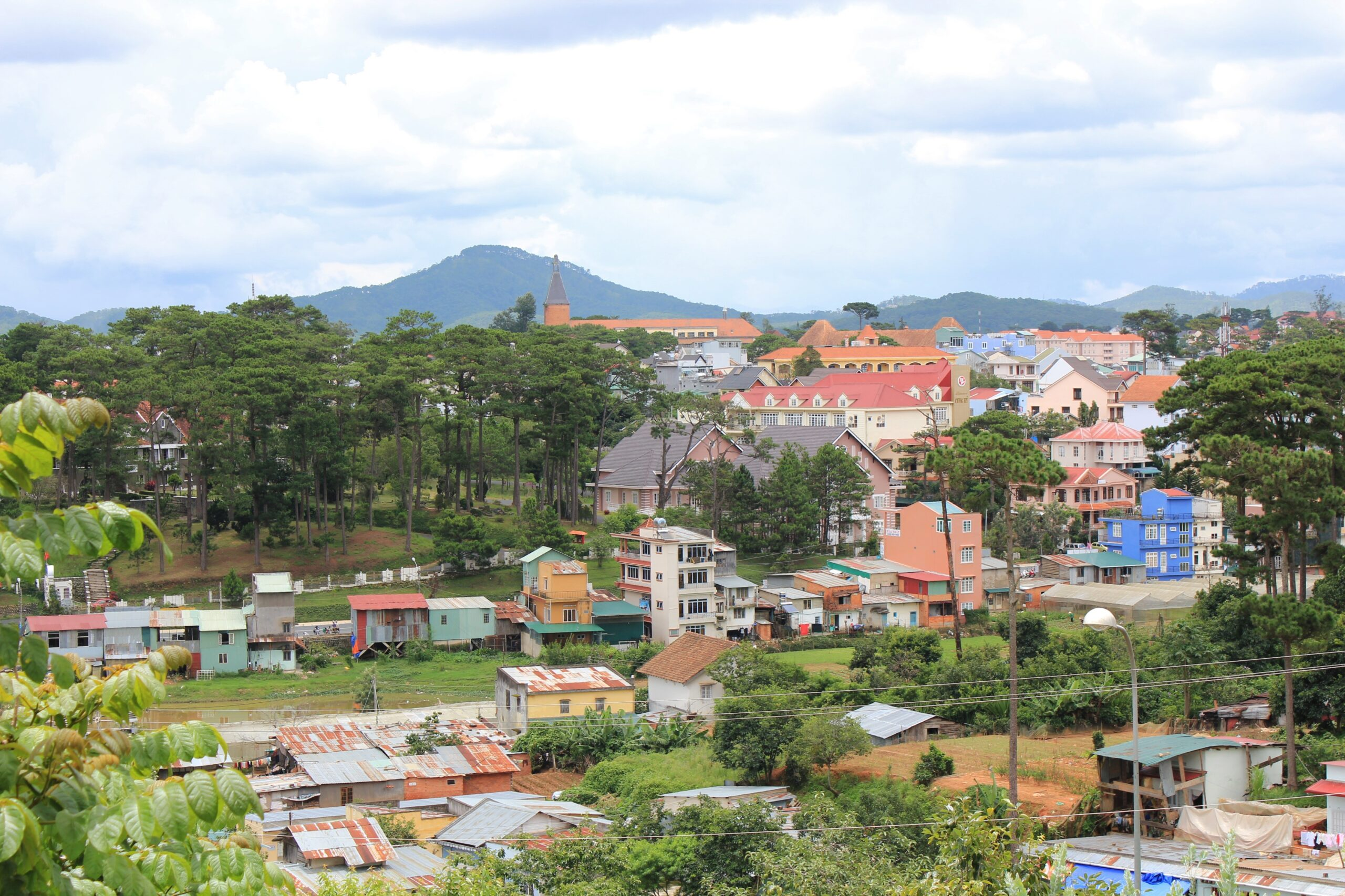 write an essay contrasting dalat city and ho chi minh city