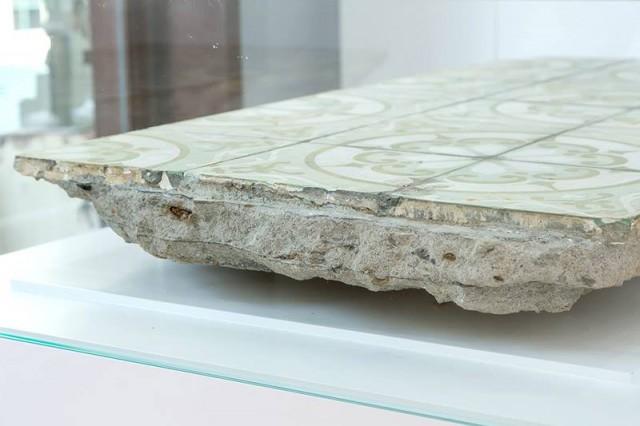 """10°45'39"""" N 106°43'23"""" E 2013 excavated concrete slab with ceramic tiles bê tông và gạch lót sàn được khai quật 128 x 64 x 30 cm"""