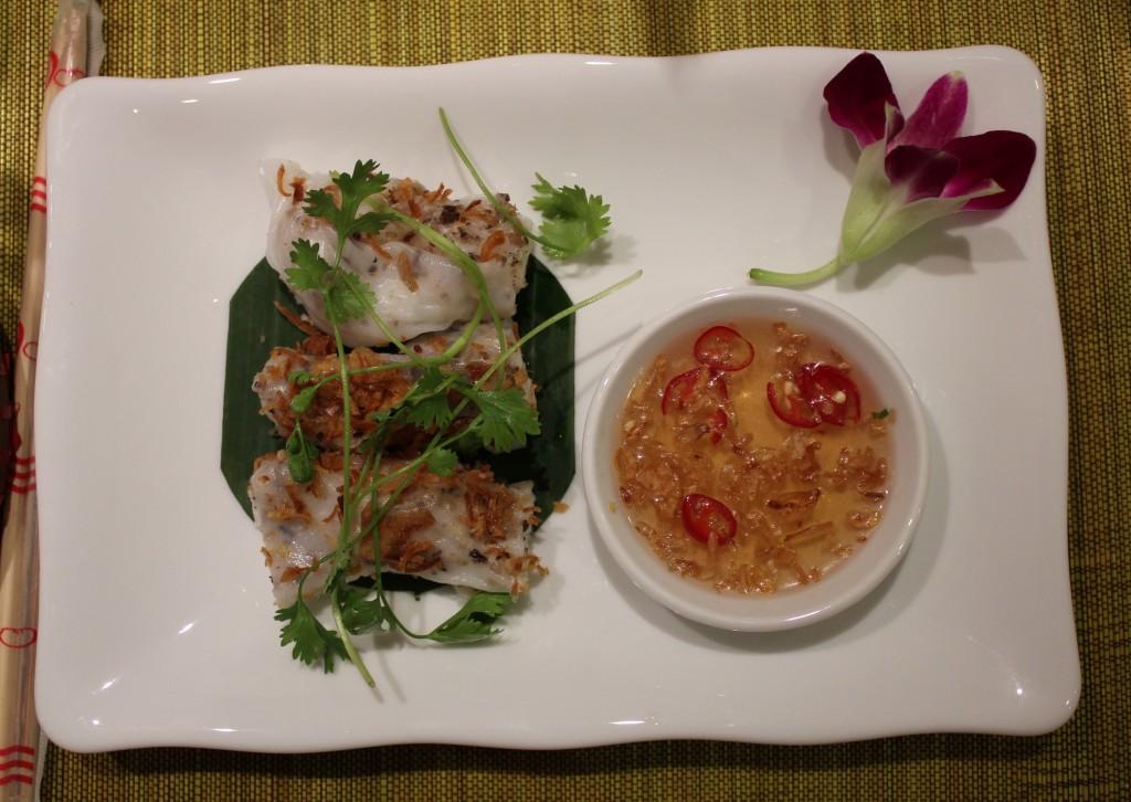 Ăn sáng cao cấp tại khách sạn boutique Meracus 2 ở Hà Nội / Gourmet breakfast at boutique hotel Meracus 2 in Hà Nội. Photo: Anvi Hoàng