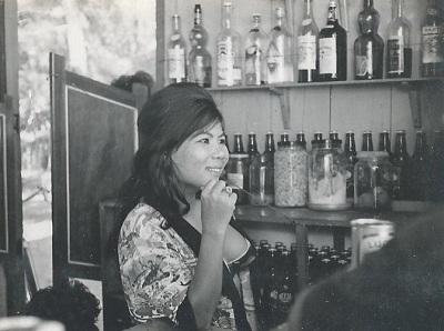 bar-girl