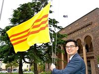 Mayor with Vietnamese flag