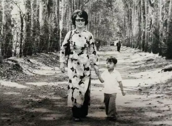 Viet Thanh Nguyen and his mother in Ban Me Thuot in 1973.