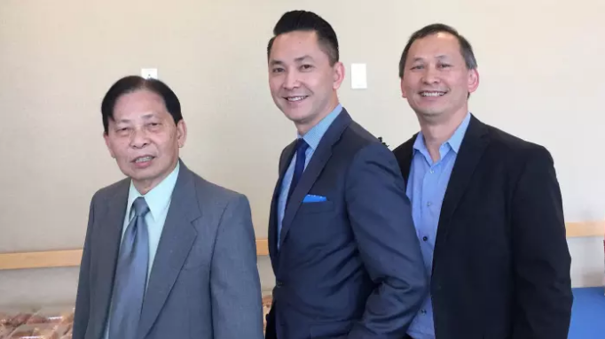 Nguyen (centre) with his brother Tung and father Joseph in 2016.