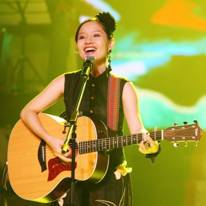 Singer Mai Khoi