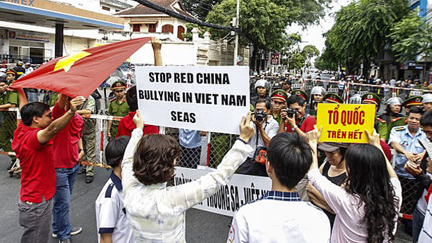 Vietnamese protesting against Chinese Imperialism